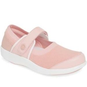TRAQ by ALEGRIA QUTIE Pink Mary Jane Sneakers